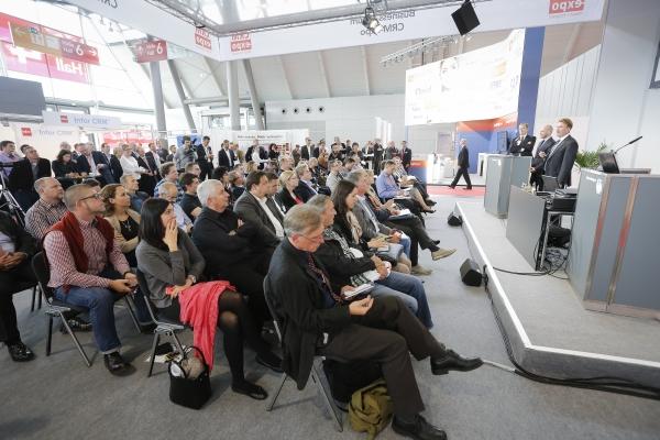 Praxisnähe ist ein Markenzeichen der IT & Business und spiegelt sich zum Beispiel in den Live-Vergleichen von Software wider (Quelle: Messe Stuttgart).